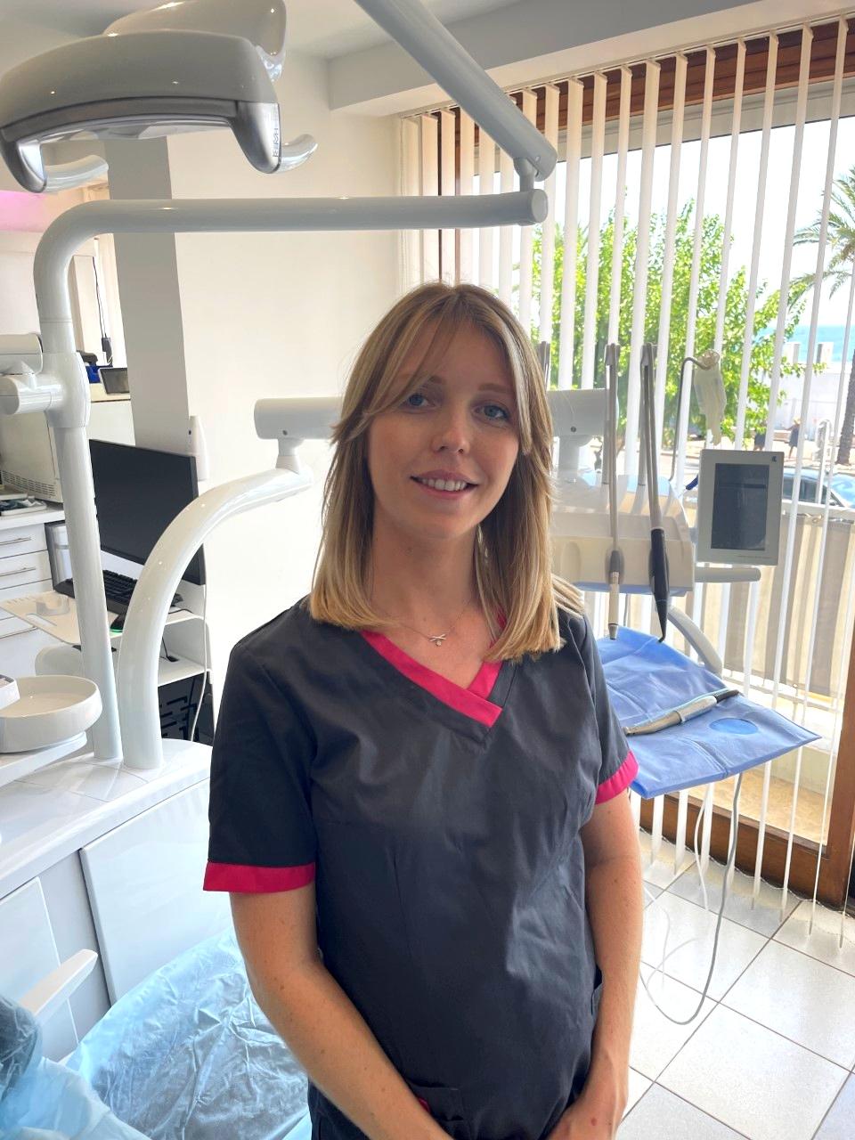 Lisa, Assistante dentaire et Secrétaire médicale